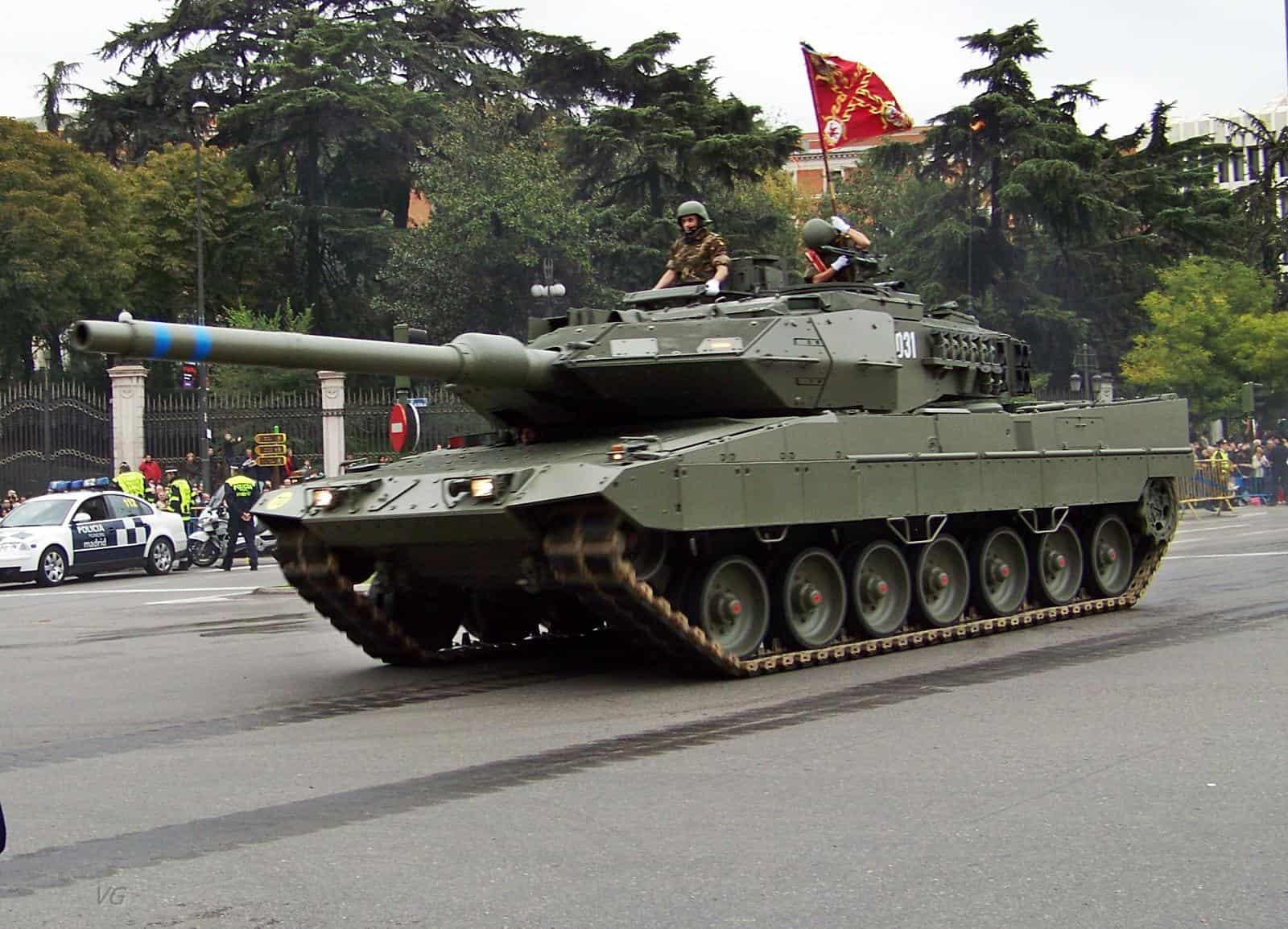 El leopardo 2e cumple a os en el ej rcito espa ol for Tanques para cachamas