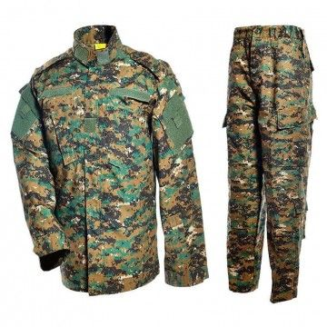 Uniforme militar en camuflaje Digital Woodland