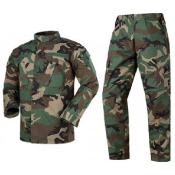 Uniforme militar en camuflaje Woodland