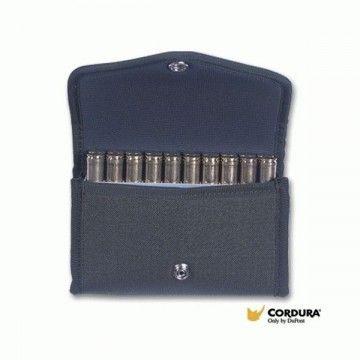 Portamunición con capacidad para 20 balas.