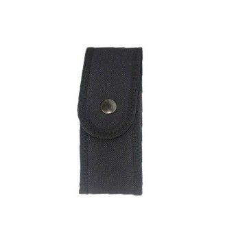 Funda de navaja de mediano tamaño de color negro.