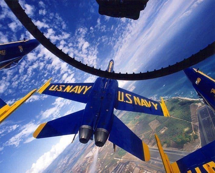 Dentro de la cabina de un F18 de los 'Blue Angels' de la US Navy