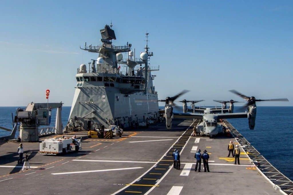 El Juan Carlos I cargando Harriers y V22 Osprey