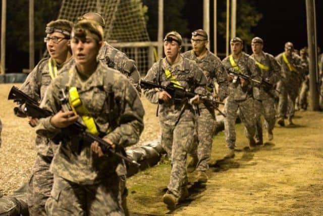 EE.UU. autoriza que mujeres puedan entrar en combate. ¿Y ahora qué?
