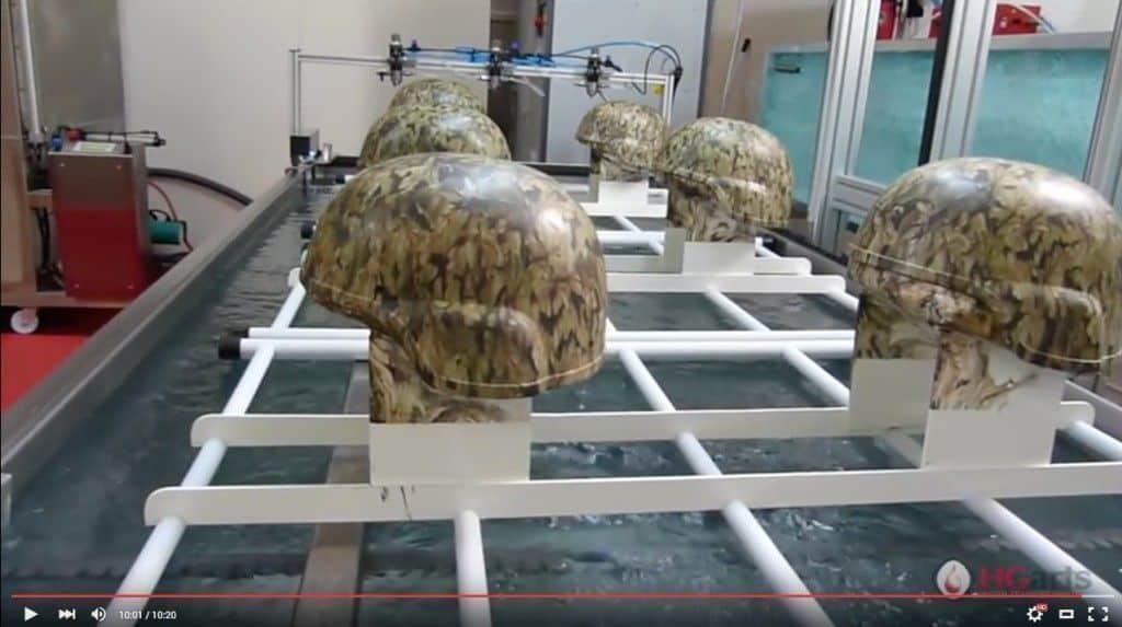 ¿Cómo se imprime el camuflaje en los cascos militares?