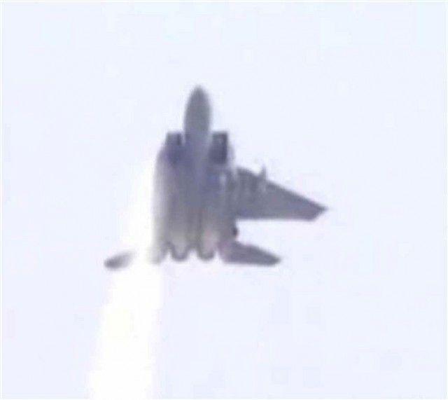 Zidi Nedivi :: El piloto que logró aterrizar un F15 ... al que le faltaba un ala