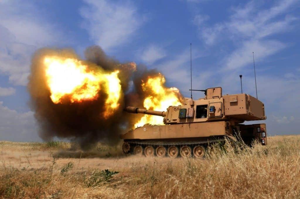 ¿Cómo son los procedimientos de disparo de los obuses rusos y americanos?